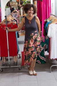 Milena en su tienda